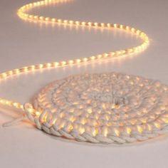 Höj mysfaktorn med ljusslingor – virkad matta