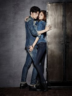 Park Shin Hye is out and model Esom is in as Ahn Jae Hyun's new modeling partner for JAMBANGEE. Jae Hyun and Esom got very comfortable very fast for their F/W pictorial, hanging all over each… Couple Photoshoot Poses, Pre Wedding Photoshoot, Couple Posing, Couple Shoot, Couples Modeling, Ahn Jae Hyun, Korean Wedding, Korean Bride, Weightlifting Fairy Kim Bok Joo