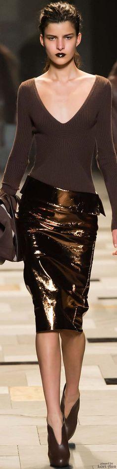 Trussardi Fall 2015 Ready-to-Wear Fashion Show Brown Fashion, Look Fashion, Runway Fashion, High Fashion, Fashion Show, Womens Fashion, Fashion Design, Fashion Trends, Milan Fashion