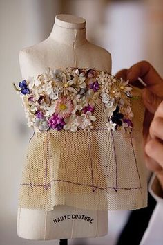 Ideas Embroidery Flowers Dress Christian Dior For 2019 Couture Embroidery, Embroidery Fashion, Beaded Embroidery, Hand Embroidery, Embroidery Designs, Couture Sewing, Doll Clothes Patterns, Doll Patterns, Clothing Patterns