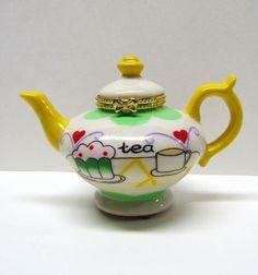 Vintage Decorative Teapot Trinket Box / Keepsake Box, With Hinged Lid - Home Decor by VINTAGEandMOREshop on Etsy https://www.etsy.com/listing/246596640/vintage-decorative-teapot-trinket-box