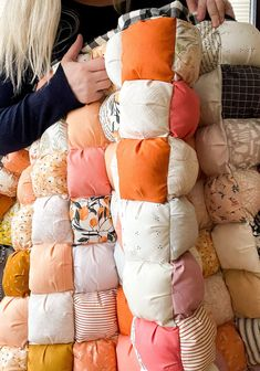 Fabric Crafts, Sewing Crafts, Crafts To Do, Diy Crafts, Quilt Patterns, Sewing Patterns, Puff Quilt, Summer Quilts, Cute Quilts