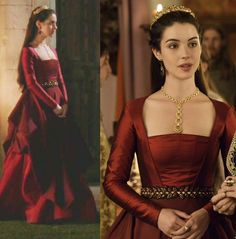 """In the episode (""""The Lamb and the Slaughter"""") Queen Mary wears this sold out Oscar de la Renta Silk Faille Gown. It pays a tribute to the late Oscar de la Renta who is one of Reign's favorite designers. Reign Fashion, Fashion Tv, Reign Dresses, Prom Dresses, Wedding Dresses, Pretty Dresses, Beautiful Dresses, Elisabeth I, Marie Stuart"""