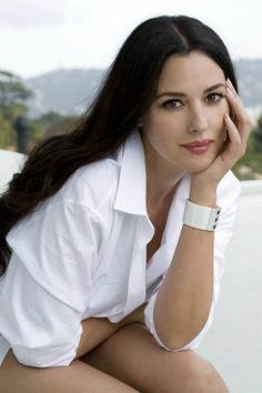 monica belluci fashion | Monica Bellucci Spicy Photos in White Dress