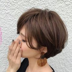 These great short layered bob with bangs images here will guide for a new appereance and amazing experience. Let's take a look these chic short haircuts Layered Bob With Bangs, Short Haircuts With Bangs, Layered Bob Short, Layered Bob Hairstyles, Short Hair Cuts, Straight Hairstyles, Short Hair Styles, Choppy Layers, Ladies Hairstyles