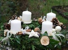 Adventskränze selbstgemacht, Adventsgestecke und Weihnachtsdeko ...