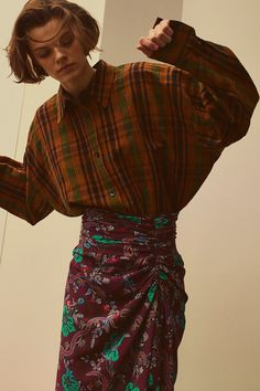 The complete Isabel Marant Pre-Fall 2018 fashion show now on Vogue Runway.