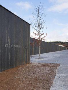 Galeria - Espaço Miguel Torga / Eduardo Souto de Moura - 1