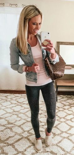30 Glamorous Spring Outfits To Update Your Wardrobe 2019 Blue denim jacket tank top grey jeans or leggings black Steve Madden slip ons The post 30 Glamorous Spring Outfits To Update Your Wardrobe 2019 appeared first on Denim Diy. Jean Jacket Outfits, Legging Outfits, Summer Leggings Outfits, Shoes With Leggings, Boy Leggings, Fishnet Leggings, Jacket Jeans, Moto Jeans, Pants