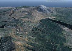 Vista aérea de Tenerife, coronada por el Teide