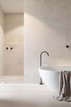 Home Decoration Design Home Interior Grey Clean and light get the look with Rondo Tub I Sanycces.Home Decoration Design Home Interior Grey Clean and light get the look with Rondo Tub I Sanycces Unique Home Decor, Home Decor Styles, Cheap Home Decor, Home Decor Accessories, Modern Decor, Bad Inspiration, Bathroom Inspiration, Bathroom Ideas, Warm Bathroom
