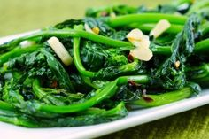 INGREDIENTS 1 bunch broccoli rabe 1/4 – 1/3 cup water 1 tbsp. olive oil 2 garlic cloves, peeled and sliced thin Sea salt Pinch of hot red pepper flakes CLICK IMAGE for FULL RECIPE!