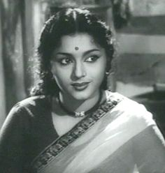 Padmini was born 12 June 1932 and 25 September 2006 an Indian actress and trained Bharathanatyam dancer, who acted in over 250 Indian films. Bollywood Heroine, Bollywood Actors, Popular Actresses, Actors & Actresses, Rani Padmini, Glamour World, Picture Movie, Perfect Figure, Indian Movies