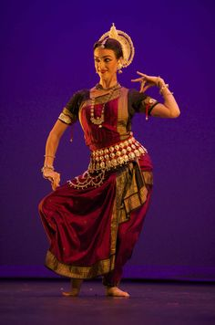 Colleena Shakti has dedicated her life to dance ever since moving to India for intensive training in Odissi Classical Indian Dance. Isadora Duncan, Everybody Dance Now, Belly Dancer Costumes, Indian Classical Dance, Exotic Dance, Shall We Dance, Indian Textiles, Dance Poses, Bollywood