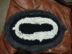 Crocheted Rug/Alfombra en Crochet - con ropa vieja. Mi primer intento!