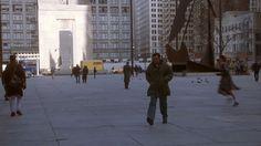 'The Fugitive' (1993) Harrison Ford rushing across Daley Plaza