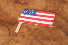 Make your very own craft stick American Flag! #DIY #craft #easy