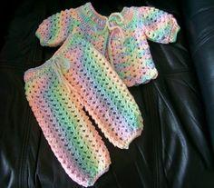 Crochet Baby Jacket, Crochet Baby Sweaters, Crochet Pants, Baby Girl Crochet, Baby Knitting, Baby Doll Clothes, Crochet Doll Clothes, Baby Set, Baby Baby