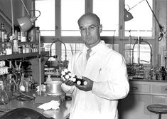 1943 - In Basel Switzerland chemist Albert Hofmann accidently discovered the hallucinogenic effects of LSD-25 while working on the medicinal value of lysergic acid. Did you ace your chemistry final or flunk it like a failure? #TodayInHistory #LSD