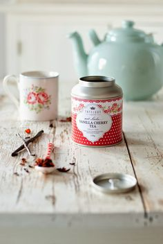 Vanilla cherry tea discovered by Lilac SoulHealer Chai, Minty House, Pinterest Instagram, Design Industrial, Cuppa Tea, Tea Tins, Teapots And Cups, Teacups, Tea Packaging