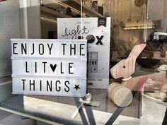 Leuchtkasten zum Selberbeschriften von 'A Little Lovely Company' – erhältlich bei uns im Laden und im Webshop