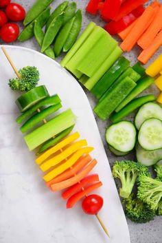 Great rif on a veggie tray! Rainbow Veggie Kabobs are a pretty idea for vegetable trays. Rainbow Snacks, Rainbow Parties, Rainbow Birthday Party, Rainbow Food, Eat The Rainbow, 5th Birthday, Rainbow Fruit Skewers, Rainbow Party Favors, Rainbow Party Decorations