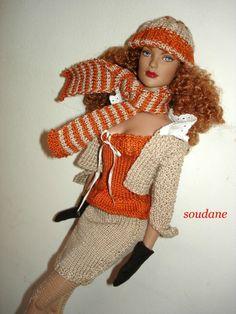 Modèles gratuits : une mini jupe et un petit haut à bretelles pour poupées mannequins 40 cm
