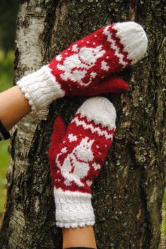 Moomin mittens for Moomin lovers. Mittens knitted of a warm and soft yarn with alpaca and cozy Moomin knitted of merino yarn. Double lace cuffs give charm to the mittens. Knitting For Kids, Crochet For Kids, Knitting Projects, Baby Knitting, Knitting Patterns, Knit Crochet, Mittens Pattern, Knit Mittens, Yarn Needle
