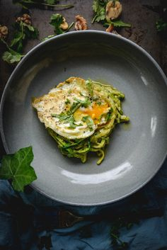 This super simple Zoodles Recipe with Avocado Walnut Pesto and Egg is one of those dishes you can make when you're strapped for time but want something healthy and delicious. #ketorecipes #ketodinnerrecipes #zoodlesrecipe #easyzoodlesrecipe #creamyzoodlesrecipe #ketocreamyrecipes #paleonoodlerecipes #avocadowalnutpesto #quickzoodlesrecipes Dairy Free Recipes, Paleo Recipes, Real Food Recipes, Gluten Free, Delicious Recipes, Paleo Whole 30, Whole 30 Recipes, Sin Gluten, Whole 30 Breakfast