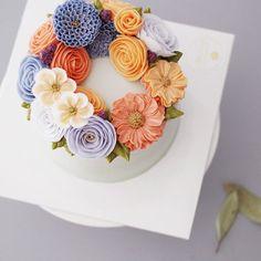 #flowercake #buttercream #koreaflowercake #buttercreamcake #studentswork #butter…