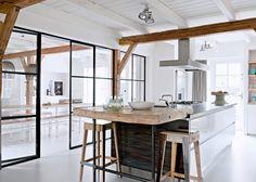 Une grande pièce à vivre lumineuse et conviviale - Marie Claire Maison #ferme #moderne #transformation
