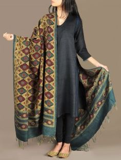 handloom dupion silk dupatta in deep hues has been handwoven and hand block printed using natural dyes. Indian Designer Suits, Indian Suits, Indian Attire, Indian Wear, Indian Style, Pakistani Dress Design, Pakistani Dresses, Indian Dresses, Silk Kurti Designs