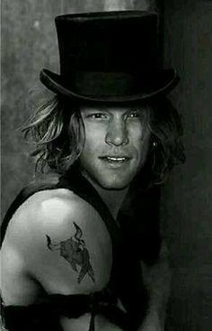 He looks good all the time❣❣ Jon Bon Jovi, Just Beautiful Men, Beautiful People, Bon Jovi Always, Shaggy Long Hair, Cool Rocks, Cool Bands, Music Artists, Heavy Metal