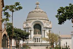 """Tour al Presbítero Maestro, el primer cementerio de Lima.  Un importante monumento de Lima que vale la pena visitar, pues allí se encuentra muchos personajes que marcaron un hito en la historia del Perú, es el Cementerio Museo General """"Presbítero Matías Maestro""""."""