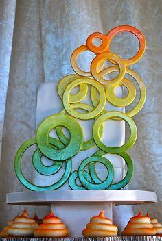 Airbrushed rings wedding cake