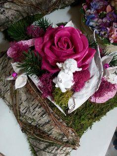 Allerheiligen-Grabgesteck mit Wachsrose Grapevine Wreath, Grape Vines, Christmas Wreaths, Floral Wreath, Holiday Decor, Home Decor, Growing Roses, All Saints Day, Gardening