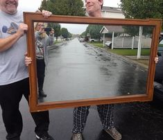 20 Hilarious Photos of People Trying to Sell Mirrors Online - bemethis How Mirrors Work, How To Make Mirror, Mirrors For Sale, Mirrors Online, Taking Pictures, Cool Pictures, Cool Photos, Obama Funny, Funny Meme Pictures