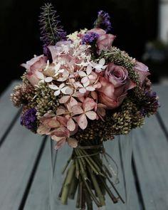 Wow, was für ein Brautstrauß! Pastellig, Boho und ziemlich stylisch.