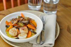 NOIX DE SAINT JACQUES, CAROTTES ET AUBERGINES C'est le tout début de la saison des noix de Saint Jacques. Délicieuses, elles le sont particulièrement quand elles sont cuites à la vapeur. Les carottes et les dernières aubergines, avec la sauce aux échalotes de Marion sont à tomber par terre. Une recette légère, savoureuse, rapide à préparer et qui peut être servie lors d'un dîner.