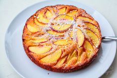 This Crispy Golden Cake with Peaches is an amazing dessert to entertain your best friends. Best for the best. My lovely friend Natalia gave me this recipe and I decided to bake it straight away. So, I bought fresh yellow peaches in a local fruit store and baked the cake at the same day I got the recipe ✅