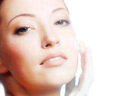 Los beneficios del suero son varios entre los mas destacados hidratar y restaurar la piel devolviendo su elasticidad y juventud.