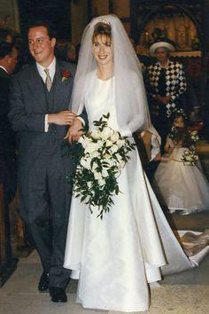 1996 David Cameron married Samantha Gwendoline Sheffield at Ginge Manor in Oxfordshire, England. David became British Prime Minister David Cameron, Samantha Cameron, Beautiful Couple, Beautiful Bride, Canterbury, Wedding Couples, Wedding Photos, Wedding Ideas, Famous Wedding Dresses