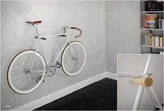 Mais uma das diversas soluções para se guardar a bicicleta com praticidade. Ela voltou pra ficar de vez!