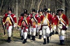 Reenactment of Revoluationary War begun in Concord, MA *Note how the red uniforms stand out! Boston Marathon 2013, Diana Gabaldon Outlander Series, Patriots Day, American Independence, Boston Strong, Teaching Activities, American Revolution, Beautiful Places To Visit, Revolutionaries