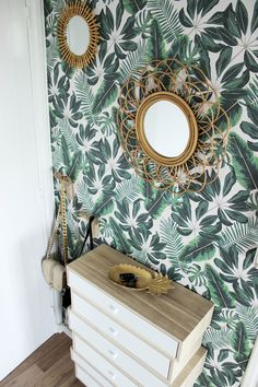 Love the rattan accessories against this tropical wallpaper design. - Love the rattan accessories against this tropical wallpaper design. Tropical Bedrooms, Tropical Home Decor, Tropical Interior, Tropical Furniture, Tropical Colors, Tropical Leaves, Home Decor Bedroom, Living Room Decor, Bedroom Interiors