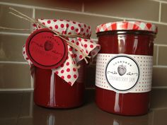 Decorating jam jars is as fun as making the jam ! Inspiration and labels : www.jonesdesigncompany.com