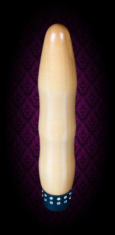Vibrator: Alfons - Edel und Kampfbereit - Holzfarbe: Birne - Durch seine etwas spitzere Form gleitet er ganz Elegant in sein Ziel. Seine leichten Wellen hinterlassen ein unvergessliches Gefühl.