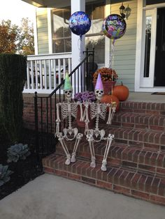 Decorating for Halloween is great fun. But don't waste your time and money on Halloween decorations for your space. Are you looking for some inspirations to turn your yard into spooky landscape? Use skeleton as your Halloween ideas to make the best one. Halloween Outside, Halloween Birthday, Outdoor Halloween, Halloween Kostüm, Holidays Halloween, Halloween Images, Scary Halloween Decorations, Diy Halloween Decorations, Skeleton Decorations