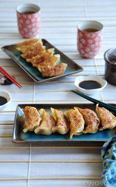 Chicken Pot Stickers--雞肉鍋貼/餃子—With Video Tutorial Homemade Dumplings, Dumpling Recipe, Appetizer Recipes, Snack Recipes, Cooking Recipes, Yummy Appetizers, Quesadillas, Chicken Pot Stickers Recipe, Tacos