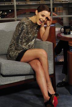 Emma Watson 🔥 💯 at The Late Show. Ema Watson, Emma Watson Style, Emma Watson Beautiful, Emma Watson Sexiest, Tv Star, My Emma, Great Legs, Beautiful Celebrities, Sexy Legs